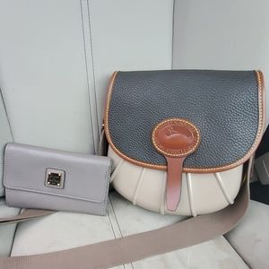 Dooney & Bourke Duck crossbody bag and wallet